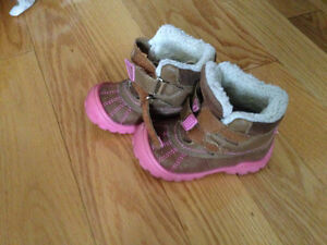 Girls shoes, casual warm Size 6 for toddlers  very flexible shoe
