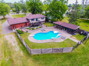 OPEN CONCEPT BACKSPLIT FOR SALE IN WELLAND.. WITH BACKYARD OASIS