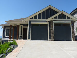 3 bed + den house w/ 2.5 bath & amazing view from deck