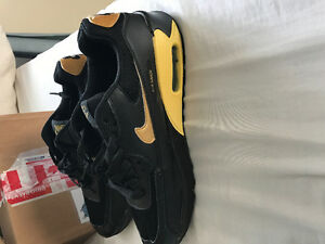 Air max 90 black and gold sz size fit smaller cause they fake