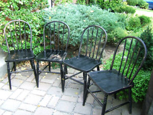 4 MATCHING ANTIQUE SOLID OAK WINDSOR BACKED CHAIRS