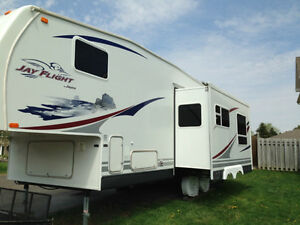 Jayco Jay Flight 27.5 RKS 5th Wheel Excellent Condition London Ontario image 9