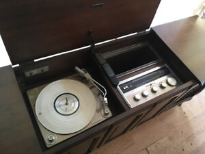 Record Player. Works great and sounds great!