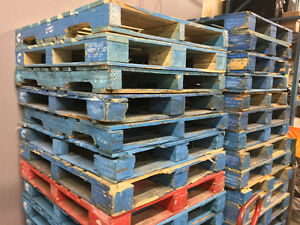 HEAVY INDUSTRIAL WOOD BLUE PALLETS