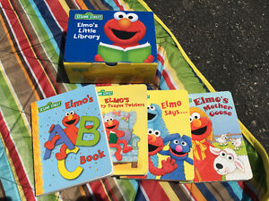 Elmo's little library - including 4 books - great condition!