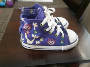 Super cute size 7 toddler Converse