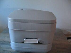 Toilette portative Dometic