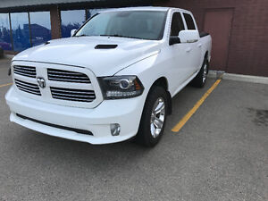 2013 Ram 1500 SPORT Pickup Truck crew cab w/ AIR RIDE!!!
