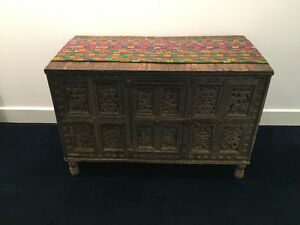 Antique wooden Indian Chest / Coffre en bois Indien antique