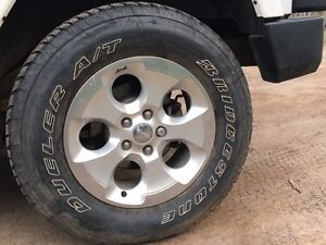 Jeep rims & tires 255/70/18 only 2 weeks old!