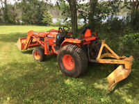 Kubota B2710 HST tractor with loader