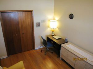 Room For Female Tenant (No Lease or deposit!)