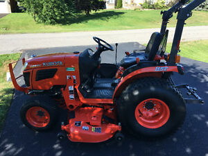Kubota b2920 tractor with loader and cutting deck