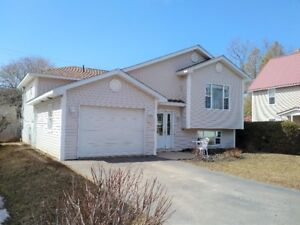 Newer 4 bed, 2 bath bungalow with bonus apartment in Sussex