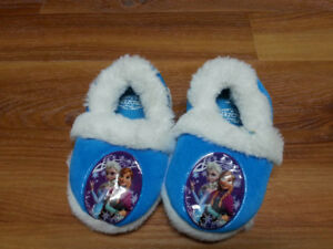 Girl's slippers - size 2 (24 months)