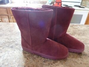 Ladies boots - brand new (fake uggs)