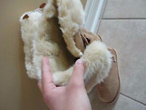Old Navy women's tan faux suede winter boots Size 6 New with tag London Ontario image 2