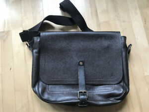 307b25a718d Mens Louis Vuitton Bag | Kijiji in Alberta. - Buy, Sell & Save with ...