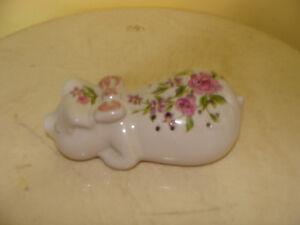 bibelot en porcelaine blanche, pour diffuser du parfum