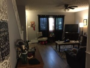 **BEAUTIFUL CENTRAL 2BRM DUPLEX  (HEAT&LIGHTS INCLUDED)**