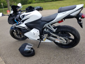 2012 Honda CBR600rr with Low KMs