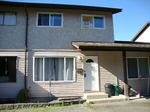 Spacious Townhome In Central Dunca