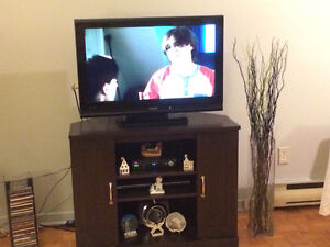 Toshiba TV 32inch, with TV stand together.