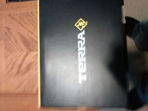 TERRA STEEL TOED WORK BOOTS NEW IN BOX $50.00