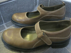 Kenneth Cole Reaction Mary Janes  size 7-1/2 M