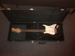 Black Squire by Fender Stratocaster + gig ready case