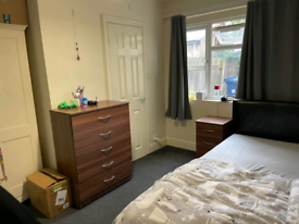 En Suit Double Room For Let
