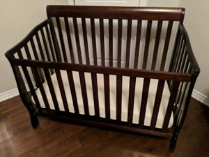 Baby crib, mattress and chest of drawers set