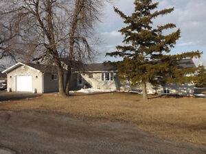 5108 Highway 96, Wolfe Island - Great 4 bedroom family home!!