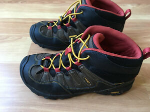 WANTED BOYS HIKERS SIZE 6/6.5 YOUTH