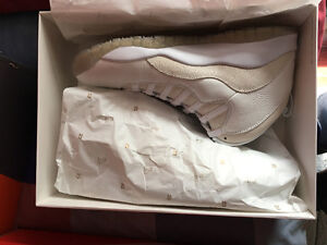 DS  white OVO 10