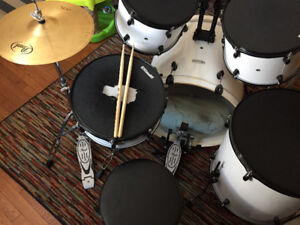 Pearl Forum Drum Kit with Pearl Cymbals $600 OBO