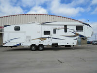 2012 HEARTLAND SUNDANCE 36FT Rear Bunkhouse, Outdoor kitchen,