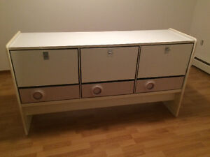 Cabinet for sale. Used for China and glasses