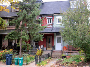$2400 / 3br - Newly Renovated 3+ in Parkdale/Roncesvalles!
