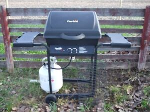 Char-Broil BBQ $100.00 oBo,  clean + ready togo!