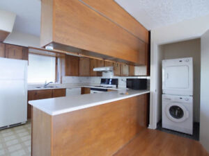 ** $1100/mo 2 BD MAIN FLOOR HOUSE THORNCLIFFE NW **