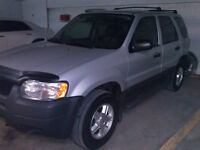 2004 Ford Escape XLS - À VOIR