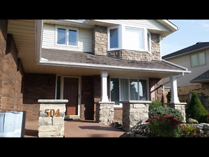 3 bedrooms available now 4mn walk to Lambton college