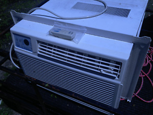 10,000 btu air conditioner w/remote 160$