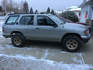 Nissan Pathfinder 4x4 fully loaded 5 speed