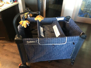 Graco Safety 1st pack and play pen