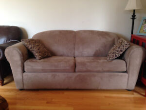 LIKE NEW- Couch/pull out bed