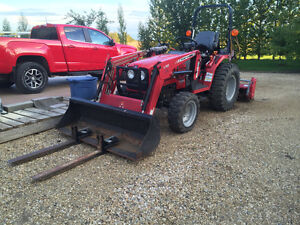 1528 Massey Ferguson compact , utility diesel tractor with Hydr