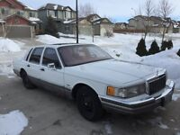 1990 Lincoln Town Car 'Signature Series' - MINT - SAFETIED