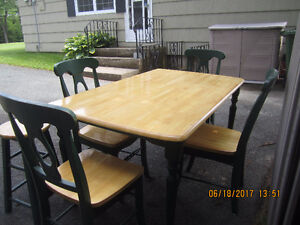 KITCHEN DINING ROOM TABLE WITH 4 CHAIRS AND MATCHING STOOL